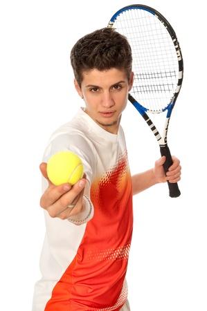 jugando tenis: hombre con raqueta concentrado en jugar al tenis y preparar para el cumplimiento de la bola Foto de archivo