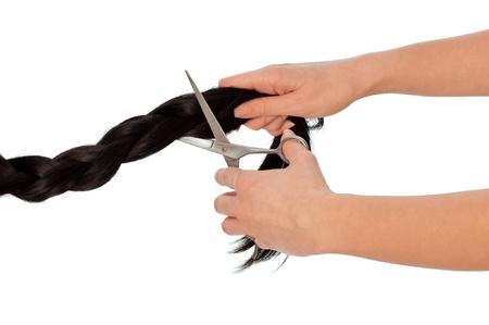 Friseur schneiden junge Frau mit langen schwarzen Haaren