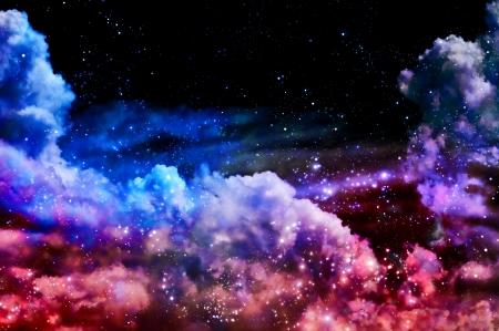 De polar noorderlicht en de sterren schijnen door de wolken en zien eruit als een geboorte van een nieuwe nevel na de explosie van de supernova