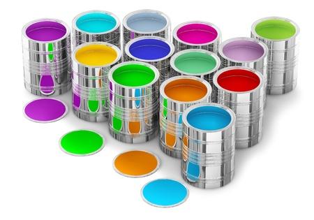 cartilla: pinturas de colores en las latas de pintura de las paredes en la nueva casa Foto de archivo