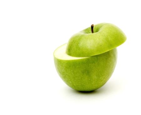 en lonchas de manzanas verdes aisladas en fondo blanco Foto de archivo - 8539806