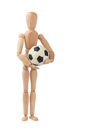 Holzpuppe mit Fußball isoliert auf weiß Standard-Bild