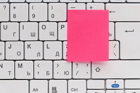 memo on white keyboard can use as background Stock Photo - 17148184
