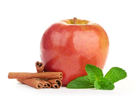 apple cinnamon: Mela rossa, bastoncini di cannella e foglie di menta