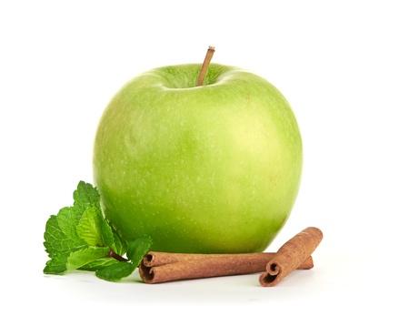 apple cinnamon: Mela verde, bastoncini di cannella e foglie di menta