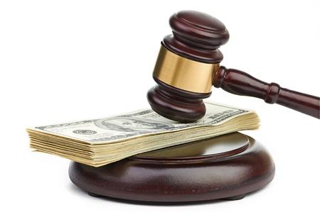 アメリカのお金のスタックに小槌法律。 写真素材