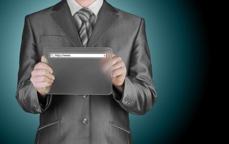 site web: Businessman pushing virtual search bar