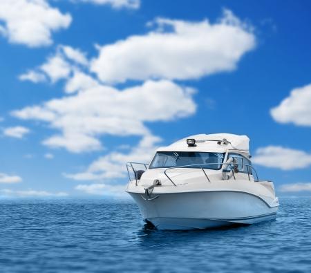 bateau de course: bateau à moteur