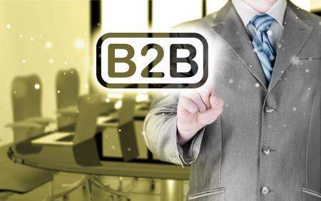 b2b: hombre de negocios que apunta a la palabra B2B Foto de archivo