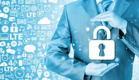 elementos de protecci�n personal: hombre de negocios de seguridad bloqueo proteger concepto