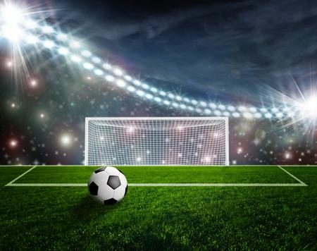 campo calcio: Soccer ball on green stadium arena