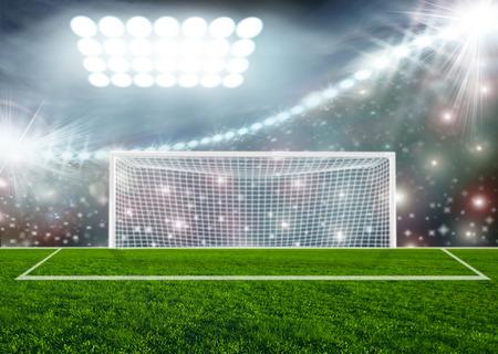futbol soccer: Balón de fútbol en estadio arena verde Foto de archivo