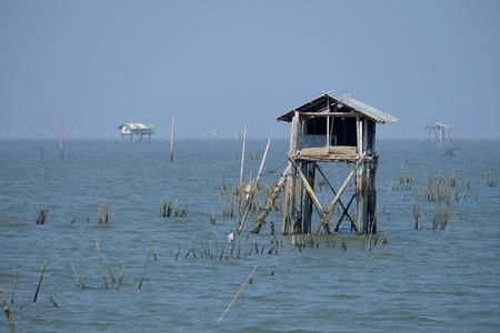 Landschap van de Baai van Ta van de Klauw bij de Provincie van Phetchaburi, Thailand.