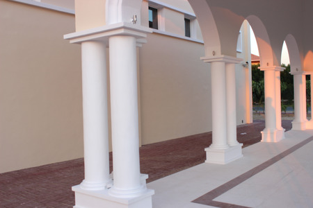 whote: side pillars