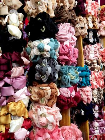 cintillos: coloridas pinzas para el cabello