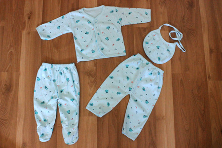 pezones: Ropa azul bebé