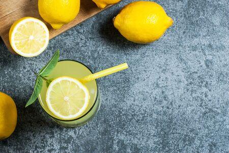 Lemonade in glass.Homemade Refreshment Lemon mojito cocktail with juice Imagens
