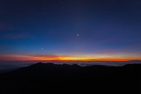 Beautiful and breathtaking sunrise at summit of Haleakala Crater in the National Park on the Hawaiian island of Maui, USA Archivio Fotografico - 125514842