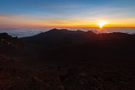 Beautiful and breathtaking sunrise at summit of Haleakala Crater in the National Park on the Hawaiian island of Maui, USA Archivio Fotografico - 125515575