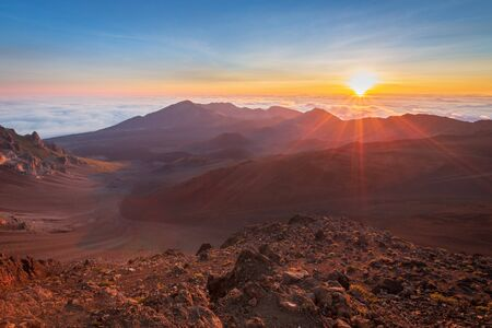Beautiful and breathtaking sunrise at summit of Haleakala Crater in the National Park on the Hawaiian island of Maui, USA Archivio Fotografico - 125515579