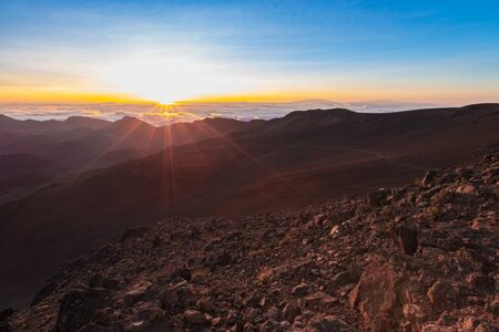 Beautiful and breathtaking sunrise at summit of Haleakala Crater in the National Park on the Hawaiian island of Maui, USA Imagens - 125515580