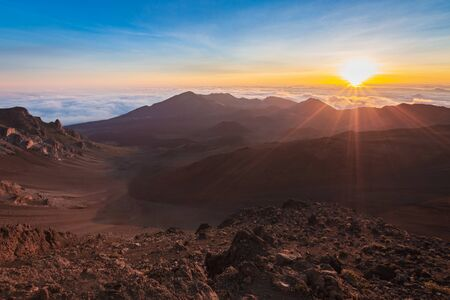 Beautiful and breathtaking sunrise at summit of Haleakala Crater in the National Park on the Hawaiian island of Maui, USA Imagens - 125515583