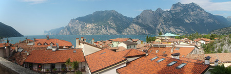 Lake, rooftops and mountains Imagens