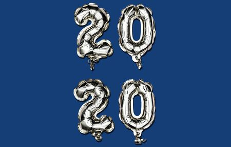 Classic Blue Happy New Year 2020. Vertical composition of number 2020 silver foil balloons on trendy background. Minimalistic flat lay. Foto de archivo - 140894614