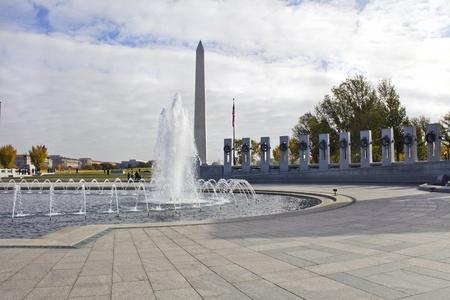 world war ii: Washington Monument and the World War II Memorial in DC