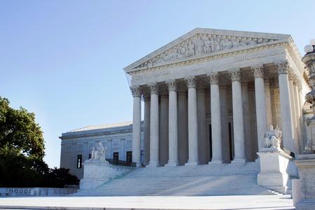 Tats-Unis de la Cour suprême bâtiment à Washington, DC avec un fond de ciel bleu Banque d'images - 13038382