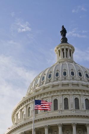 Tats-Unis de détails Capitol dôme du bâtiment avec drapeau américain, à Washington DC Banque d'images - 13059828