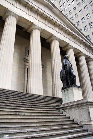 federal hall: George Washington Statue at Federal Hall in New York City