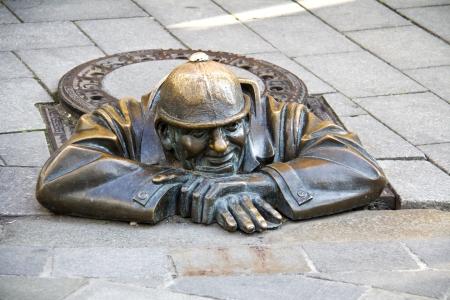 cumil - gazer - most photographer sculpture in Bratislava, capital city of Slovakia  Banque d'images