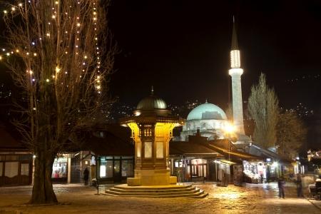 saraybosna: Sarajevo, old city center, historical fountain, the capital city of Bosnia and Herzegovina, at night Stock Photo