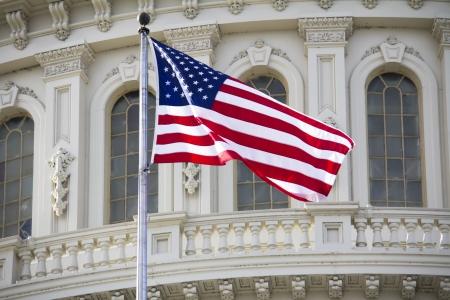 Washington DC, du Capitole avec le drapeau américain - détail US Banque d'images - 19431609