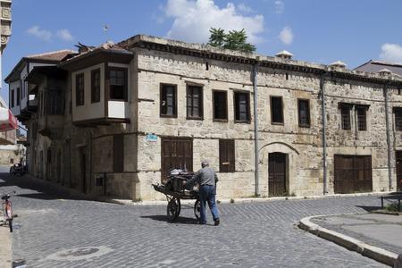 tarsus: Vecchie Tarsus Case e un rigattiere in strada, Mersin, Turchia