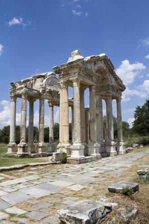 afrodita: Gateway tetrapylon romano al templo de Afrodita, Afrodisias, Geyre, Turqu�a Foto de archivo