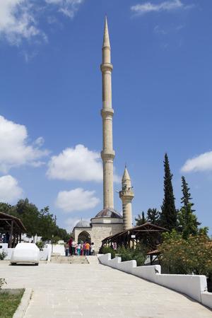 tarsus: famosa moschea con minareto alto in prossimit� della grotta dei Sette Dormienti di Tarso in Turchia, sette dormienti si ritiene di dormire per pi� di 300 anni nella grotta