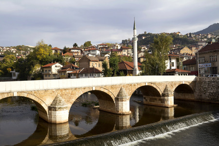 saraybosna: Sarajevo cityscape at Miljacka river with bridge, Bosnia and Herzegovina Stock Photo