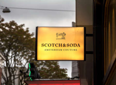 ROTTERDAM, NETHERLANDS : logo of a Scotch and Soda outlet store, Scotch and Soda is a Dutch fashion retail company founded in 1985 新聞圖片
