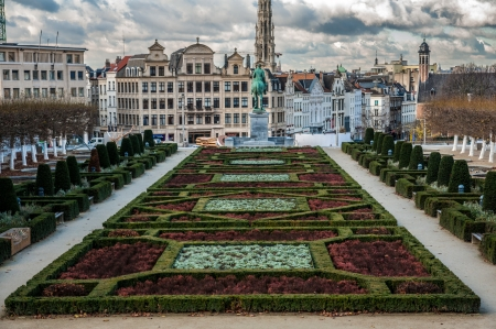 Square with decorative hedges in Brussels