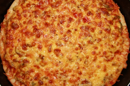Appetizing pizza with a thick layer of cheese Stock Photo - 17350836
