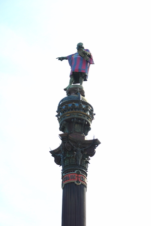 Columbus statue in Barcelona shirt