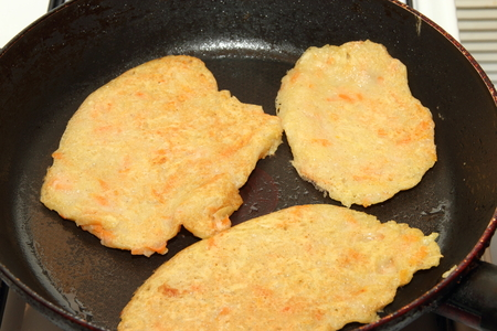 Potato pancakes with sour cream with carrot. Preparation of meals