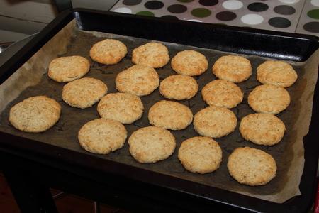 oatmeal cookies: Prepared shortbread, oatmeal cookies on a baking sheet