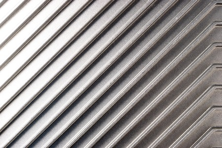 the edges of the metal surface along the diagonal with the high sides of the plan