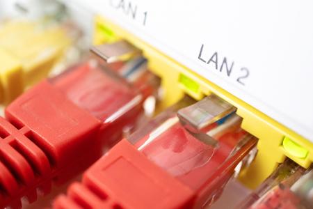 Conexión a Internet de cerca en casa. Foto de archivo
