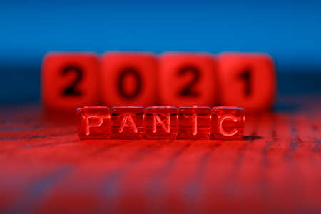 alarming red color and cubes with the words Panic on the background of the year 2021. troubled year, troubled time 免版税图像