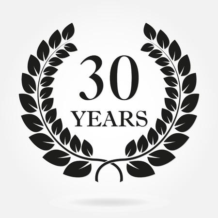 30 anni anniversario corona di alloro segno o emblema. Modello per la celebrazione e il design di congratulazioni. Etichetta del trentesimo anniversario vettoriale isolato su sfondo bianco.