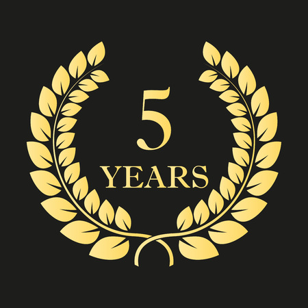 5 years anniversary laurel wreath icon or sign. Template for celebration and congratulation design. Vector 5th anniversary golden label. Vector illustration. Ilustração
